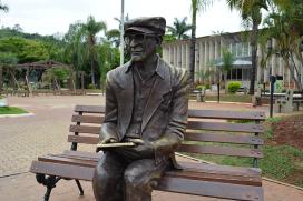 Estátua-de-Chico-Xavier-na-cidade-de-Pedro-Leopoldo